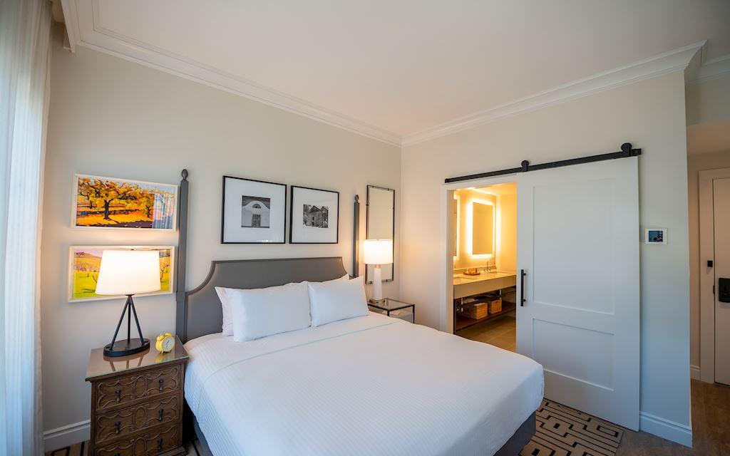 Hotel E Room 401