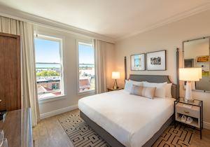 E Hotel Room